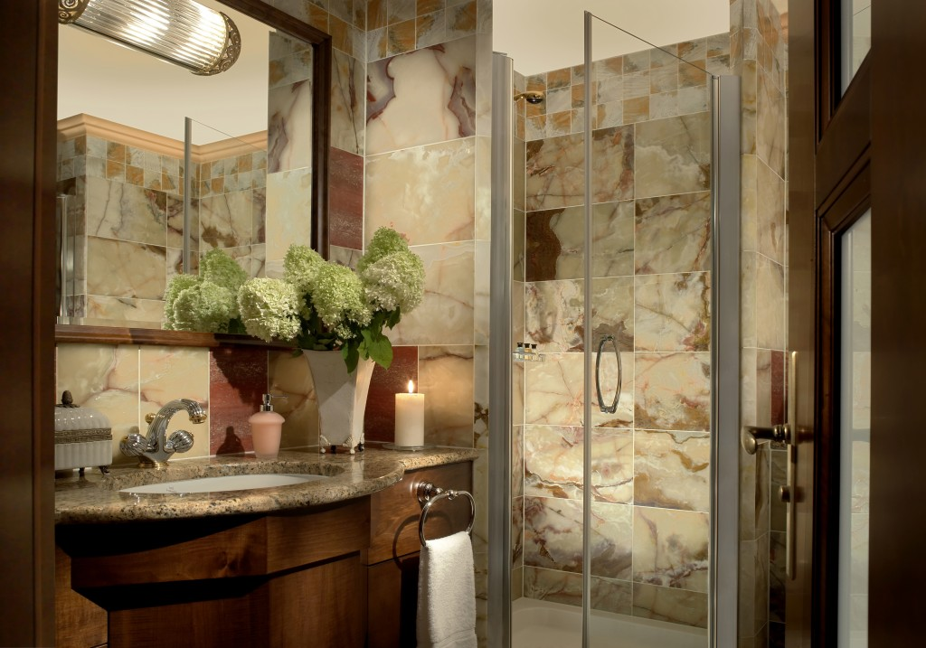 5 Decorating Ideas For Small Bathrooms Flower Vase Foot
