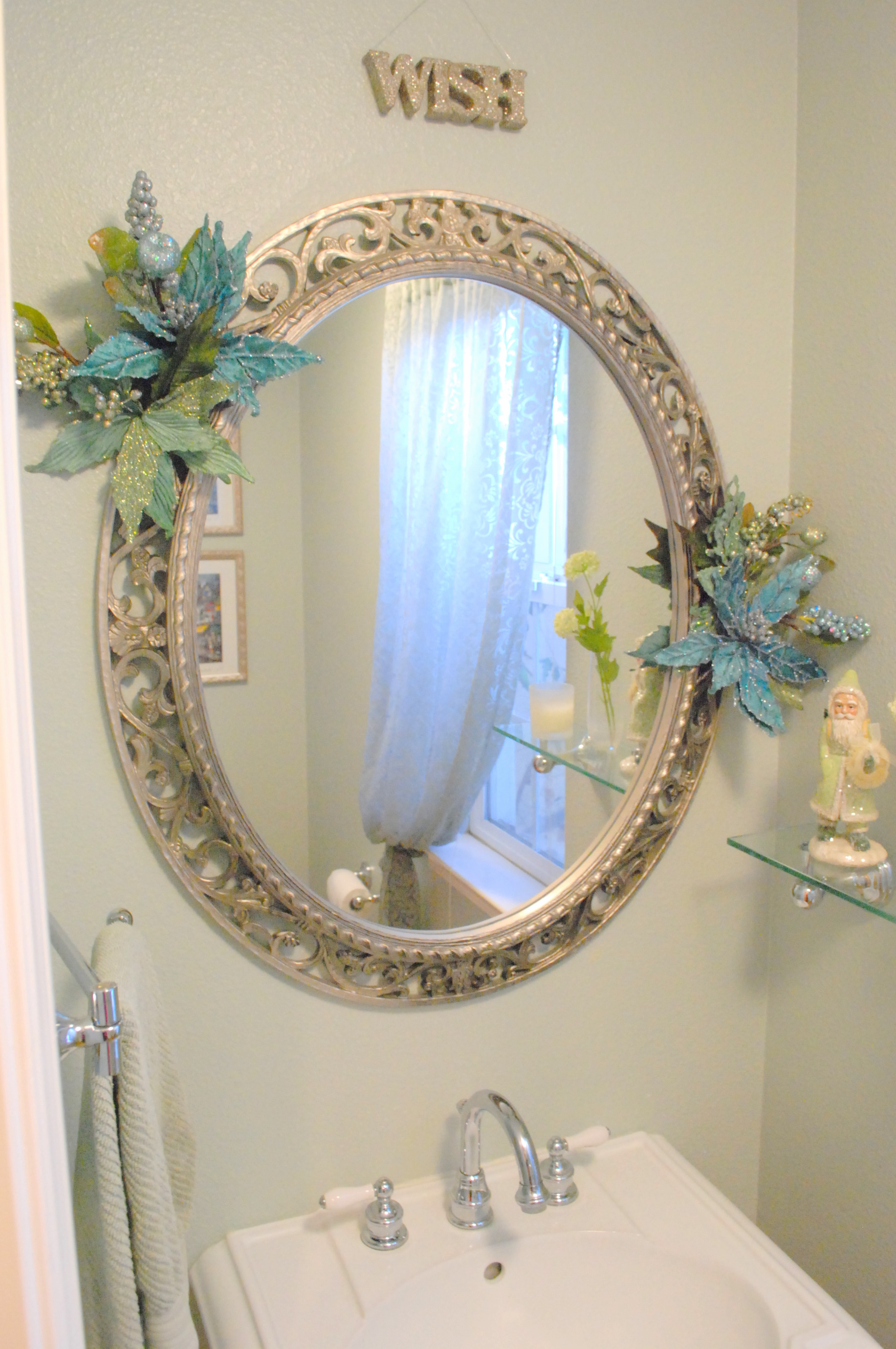 Fair 40 small bathroom mirror decorating ideas design for Mirror decor