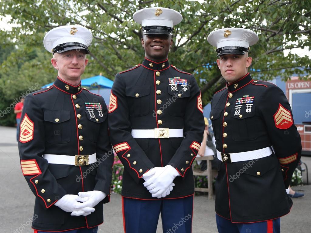 Marine Officers - tr.depositphotos.com